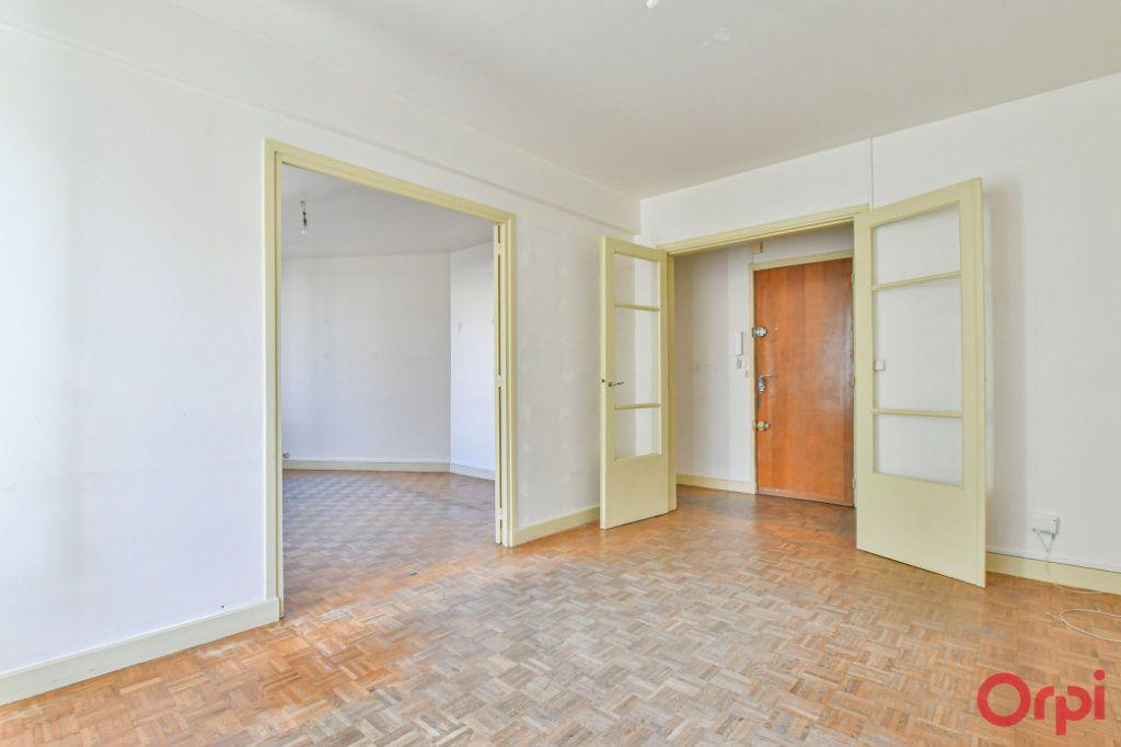 Appartement à vendre 3 67m2 à Paris 10 vignette-2