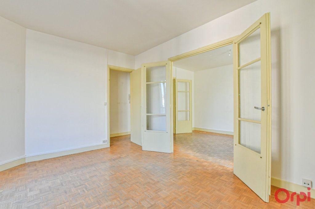 Appartement à vendre 3 67m2 à Paris 10 vignette-4