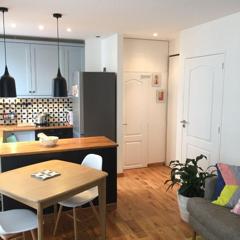 Appartement à louer 2 35m2 à Paris 10 vignette-1