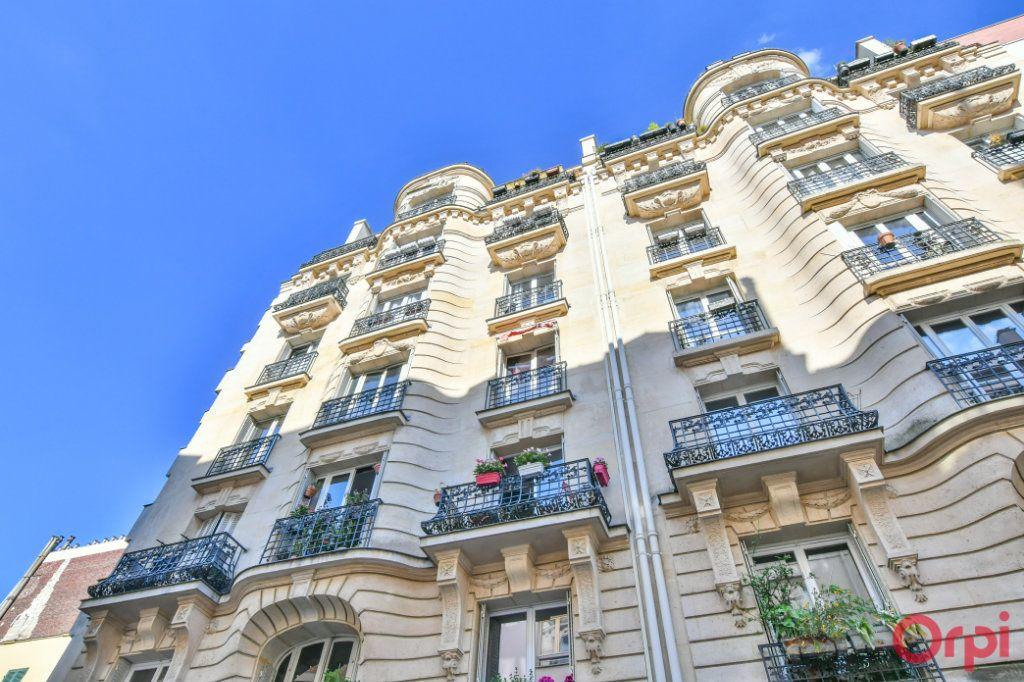 Appartement à vendre 3 69m2 à Paris 18 vignette-1