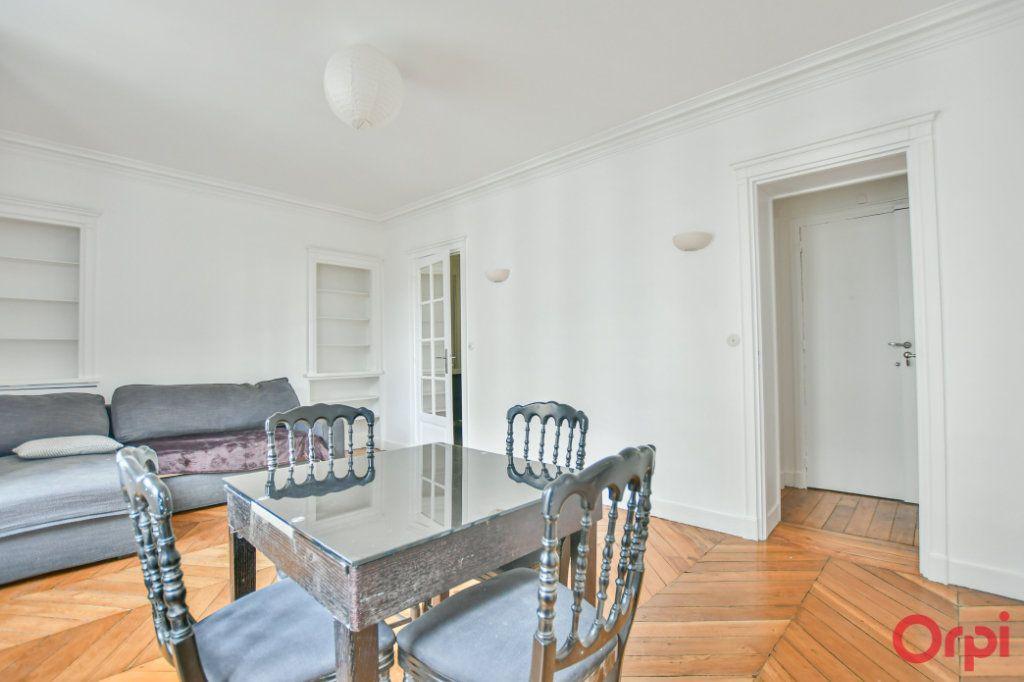 Appartement à louer 2 41.46m2 à Paris 9 vignette-2