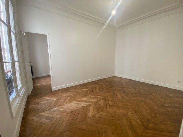 Appartement à louer 3 61.26m2 à Paris 10 vignette-1