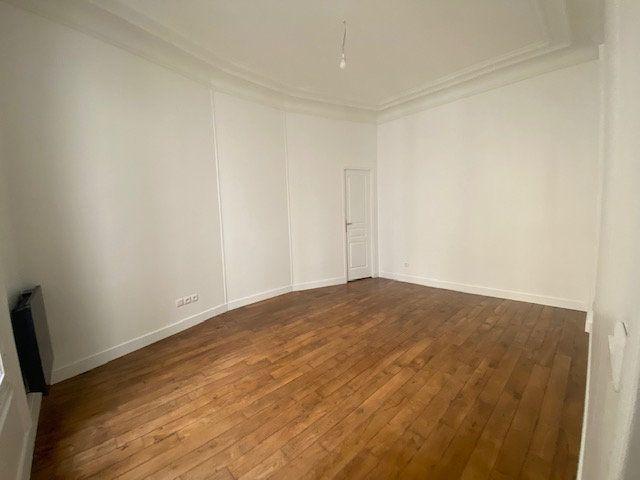 Appartement à louer 3 61.26m2 à Paris 10 vignette-2