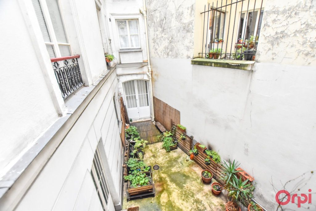 Appartement à louer 3 61.26m2 à Paris 10 vignette-3