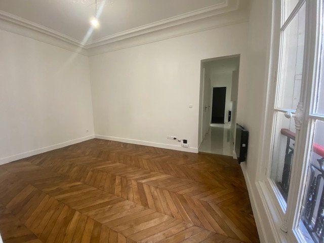 Appartement à louer 3 61.26m2 à Paris 10 vignette-4