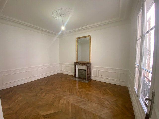 Appartement à louer 3 61.26m2 à Paris 10 vignette-6