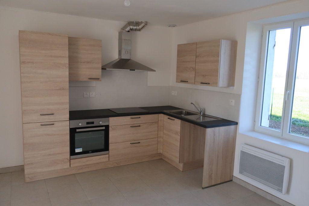 Maison à louer 4 114m2 à Saint-Firmin-des-Bois vignette-2