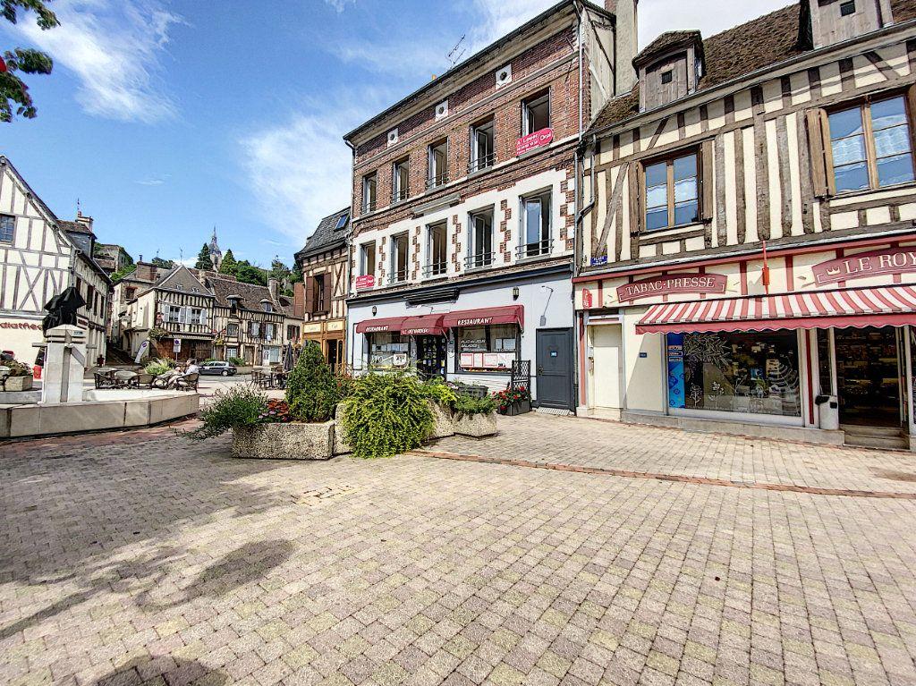 Appartement à louer 4 114m2 à Château-Renard vignette-1