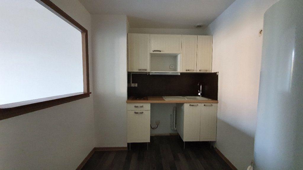 Appartement à louer 1 35m2 à Château-Renard vignette-3