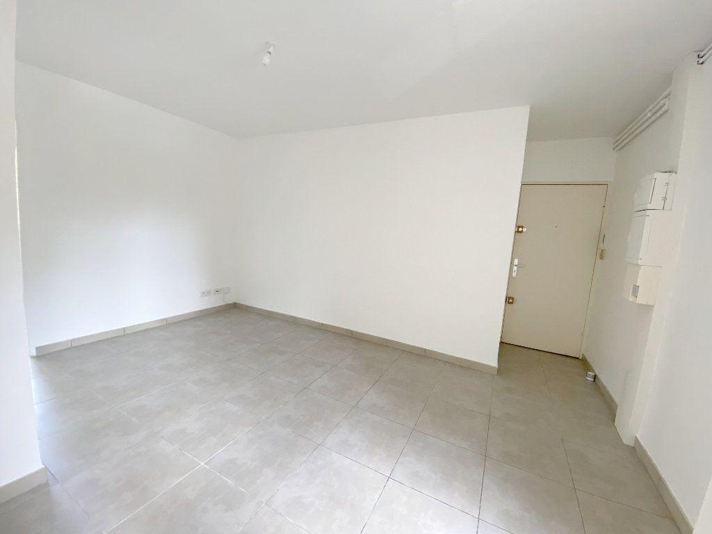 Appartement à louer 3 46.55m2 à Toulouse vignette-2