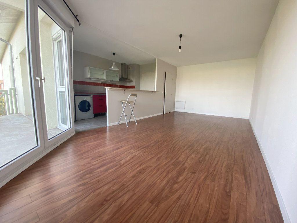 Appartement à louer 3 61.48m2 à Toulouse vignette-3