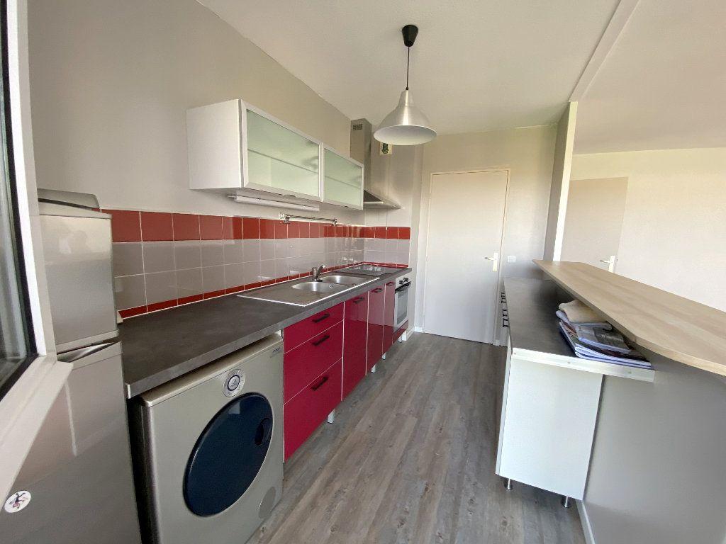Appartement à louer 3 61.48m2 à Toulouse vignette-4