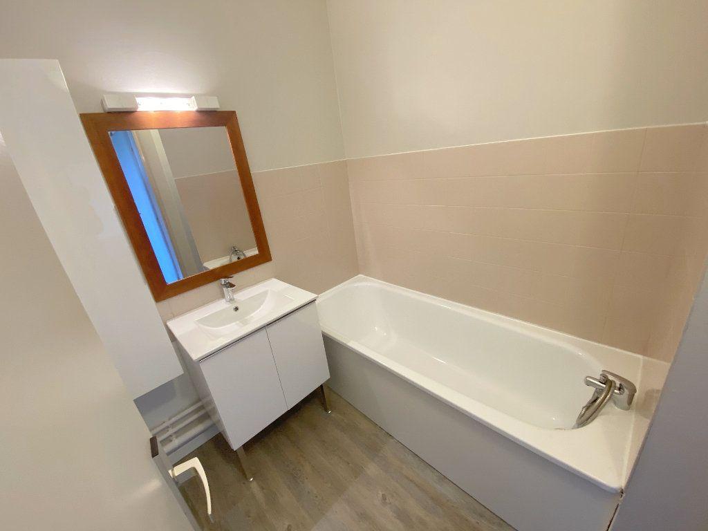 Appartement à louer 3 61.48m2 à Toulouse vignette-8