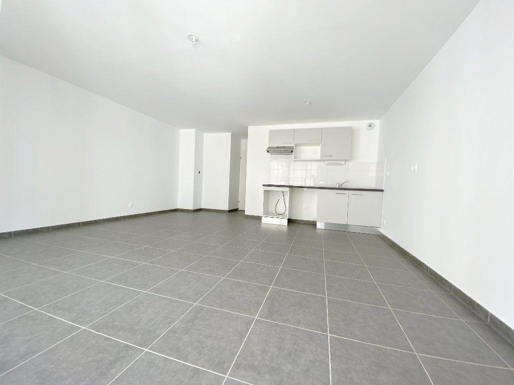 Appartement à louer 3 64.5m2 à Toulouse vignette-3
