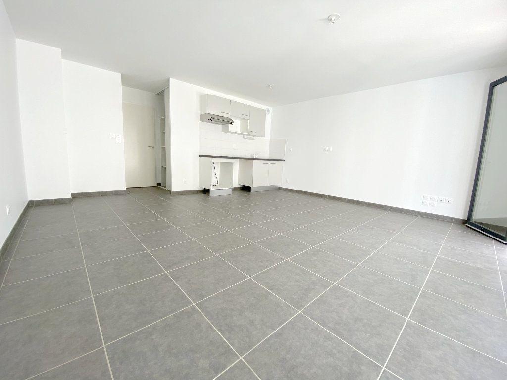 Appartement à louer 3 64.5m2 à Toulouse vignette-4