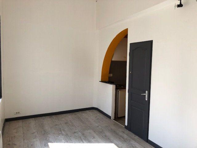 Appartement à louer 1 23m2 à Avignon vignette-1