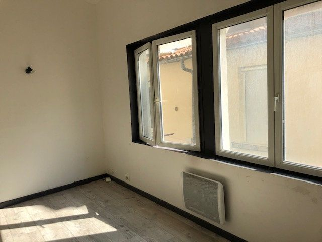 Appartement à louer 1 23m2 à Avignon vignette-2