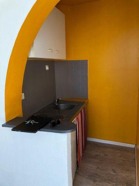 Appartement à louer 1 23m2 à Avignon vignette-7
