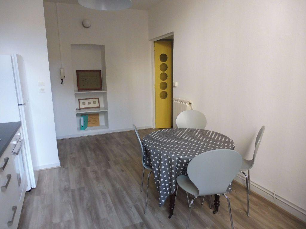 Appartement à louer 2 42m2 à Avignon vignette-2