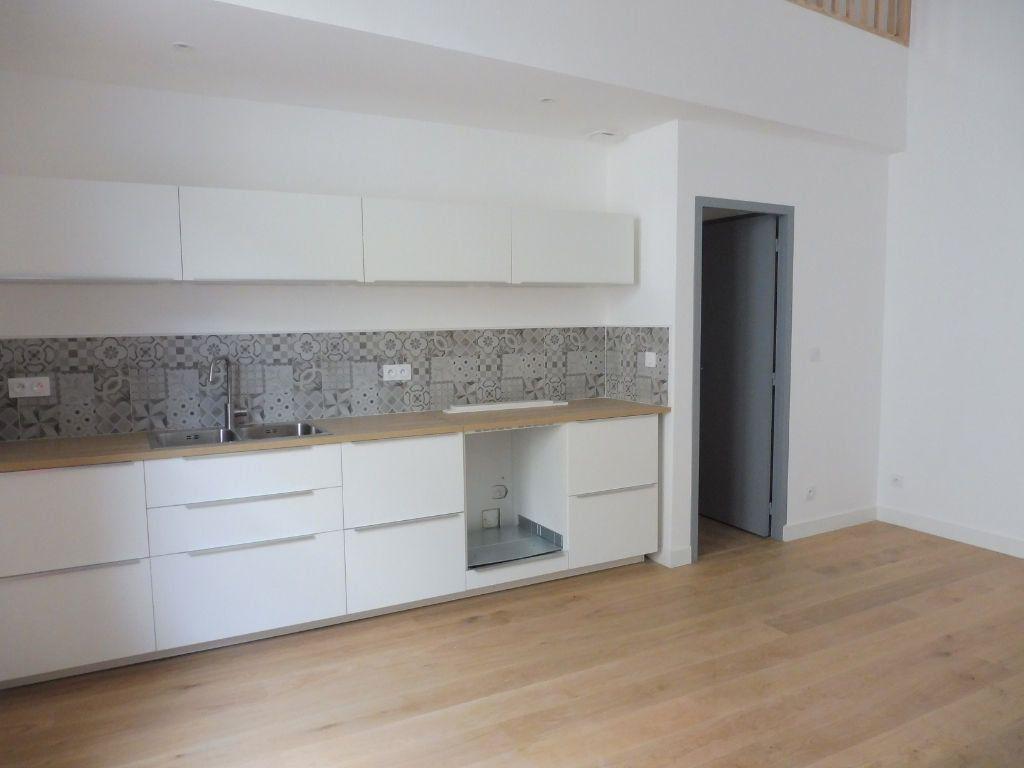 Appartement à louer 4 60.9m2 à Avignon vignette-1