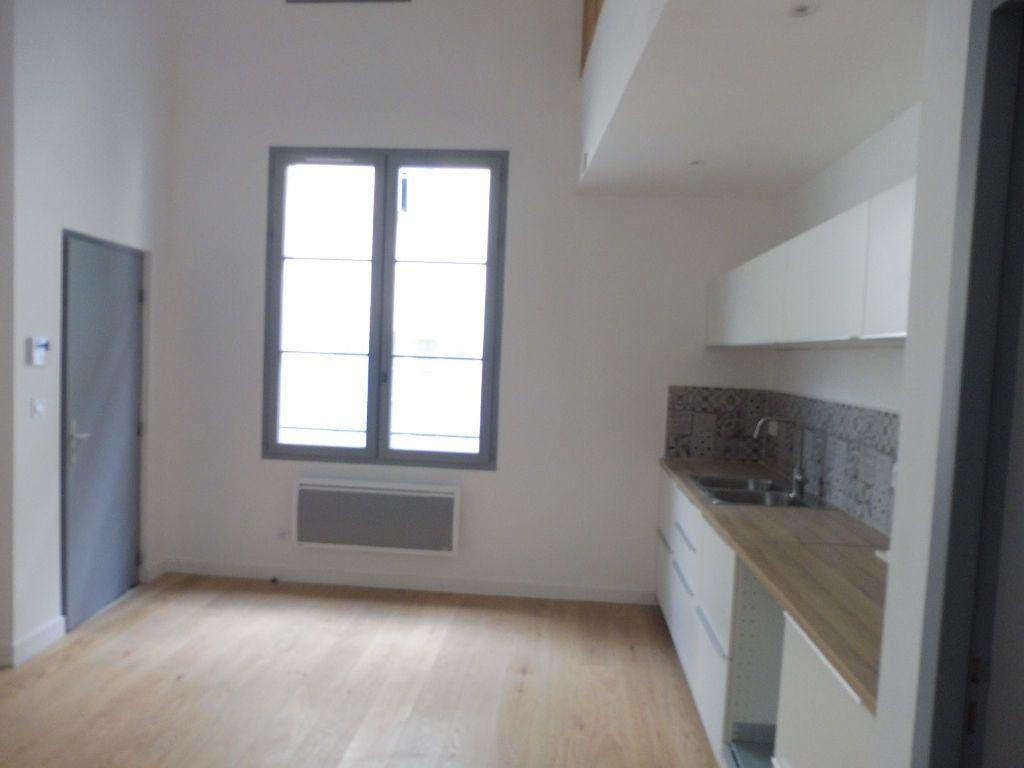 Appartement à louer 4 60.9m2 à Avignon vignette-2