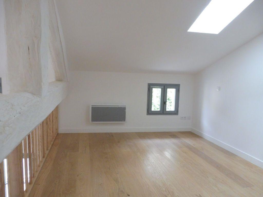 Appartement à louer 4 60.9m2 à Avignon vignette-3