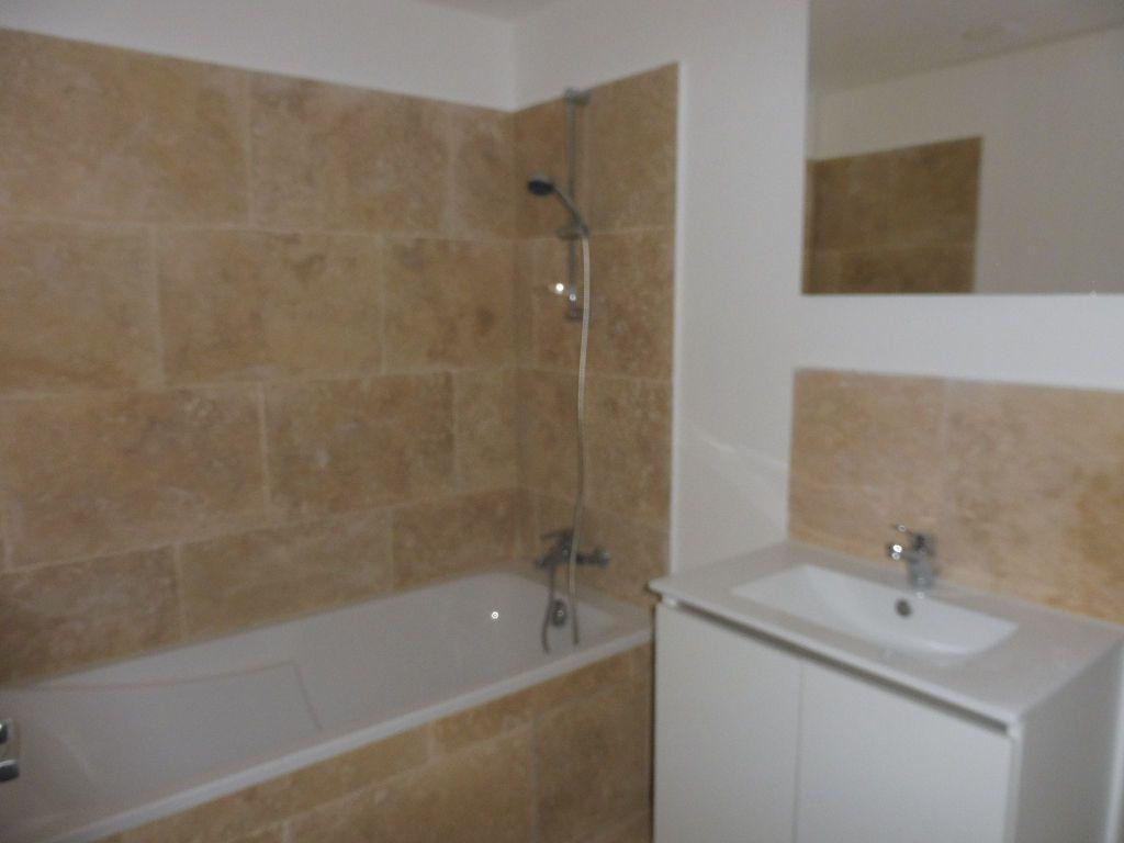 Appartement à louer 4 60.9m2 à Avignon vignette-5