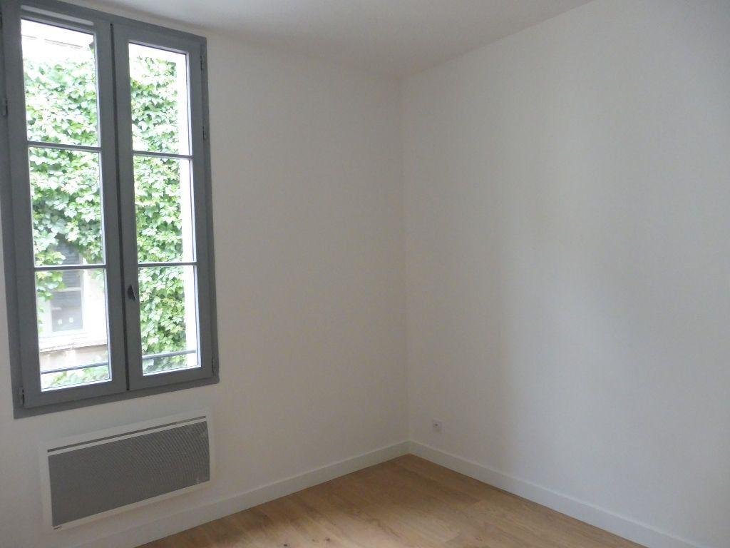 Appartement à louer 4 60.9m2 à Avignon vignette-6