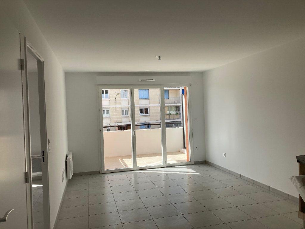Appartement à louer 2 40.55m2 à Avignon vignette-3