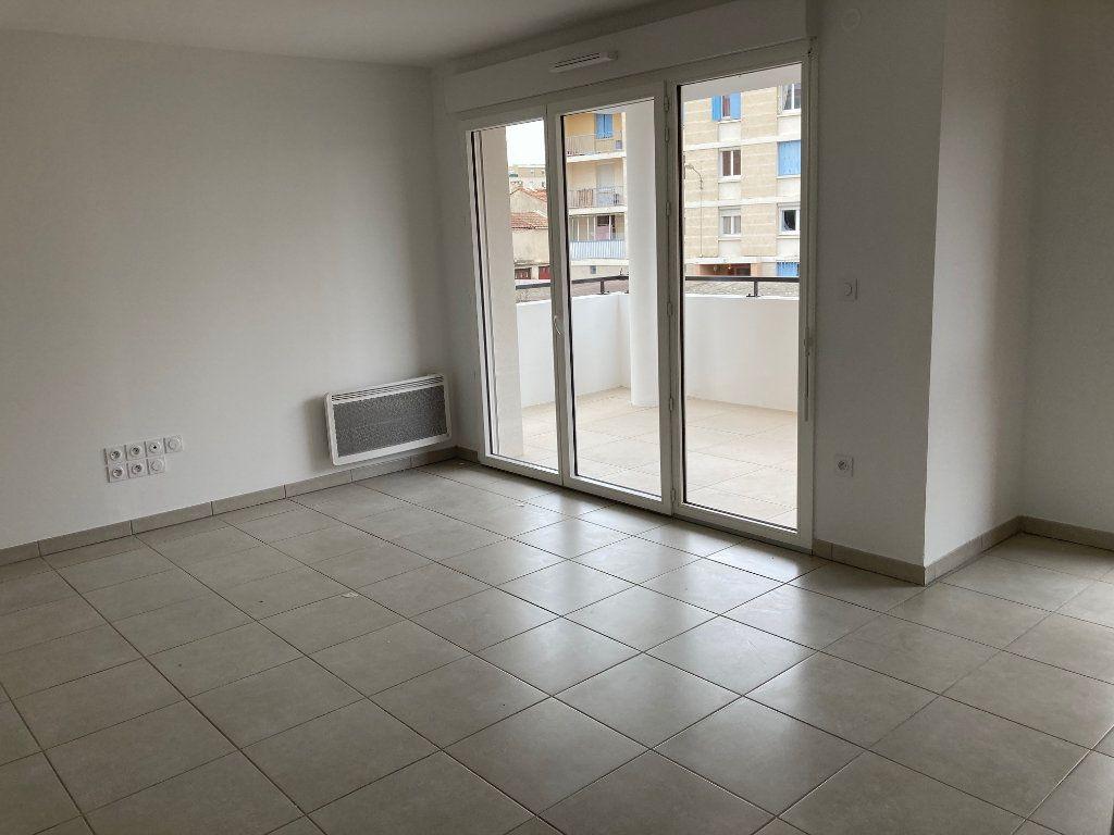 Appartement à louer 3 57.9m2 à Avignon vignette-3