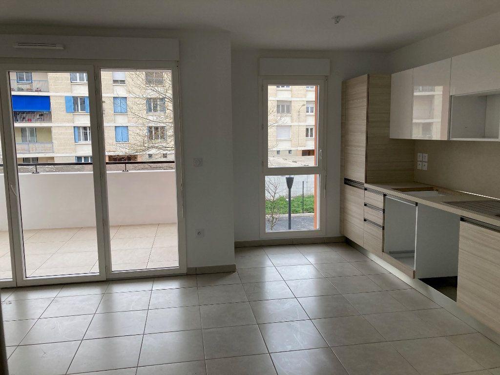 Appartement à louer 3 57.9m2 à Avignon vignette-5