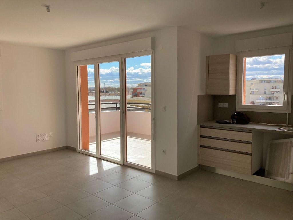 Appartement à louer 4 79.25m2 à Avignon vignette-3