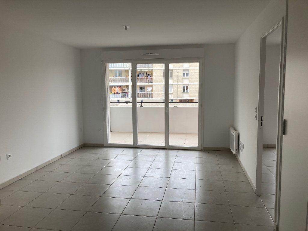 Appartement à louer 2 40.95m2 à Avignon vignette-4