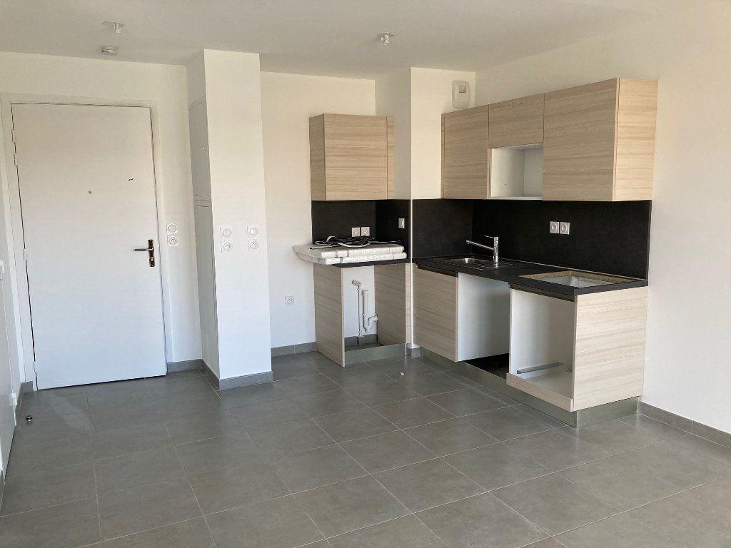 Appartement à louer 2 38.4m2 à Avignon vignette-3
