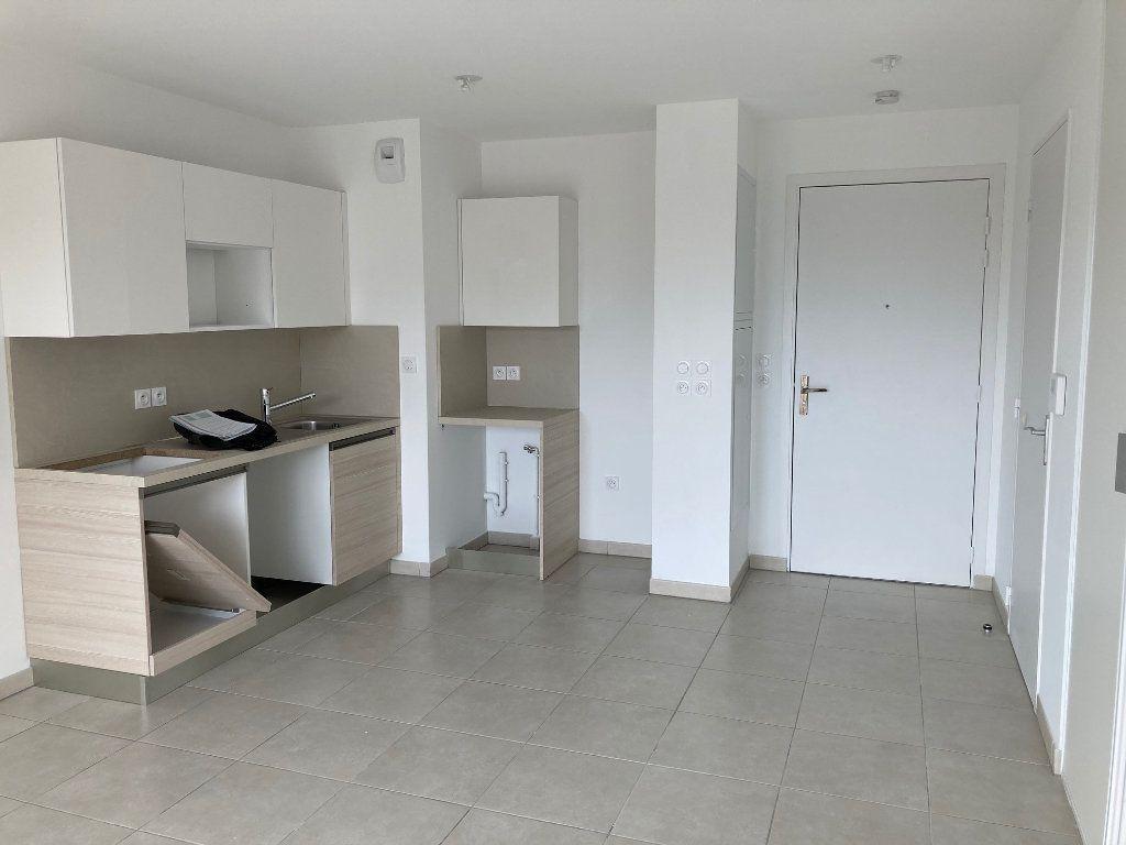 Appartement à louer 2 39.3m2 à Avignon vignette-3