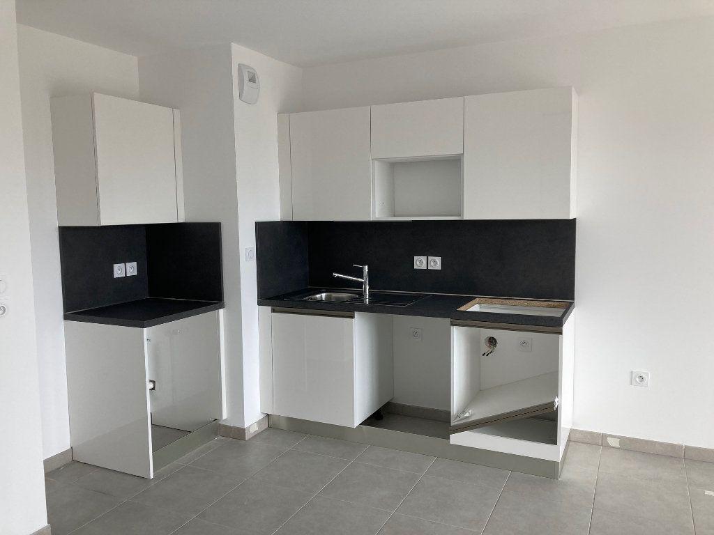 Appartement à louer 2 39.2m2 à Avignon vignette-3