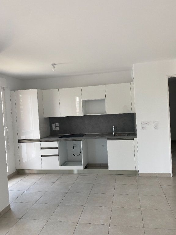 Appartement à louer 3 57.9m2 à Avignon vignette-1