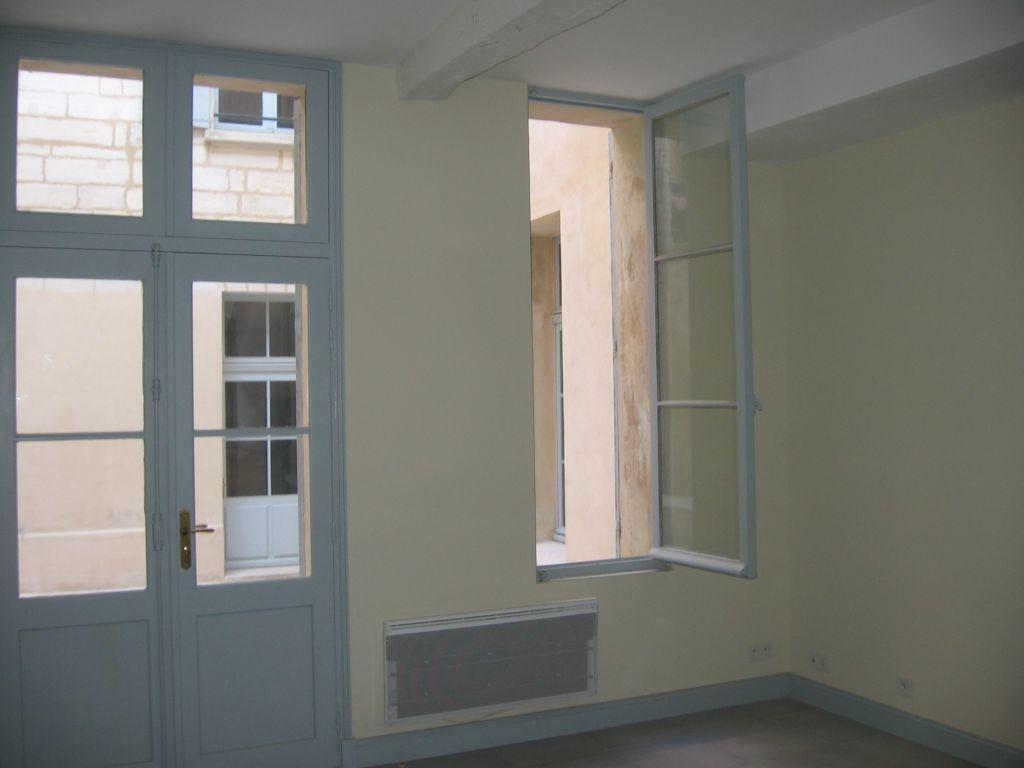 Appartement à louer 2 63.9m2 à Avignon vignette-1