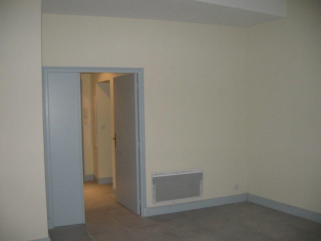 Appartement à louer 2 63.9m2 à Avignon vignette-5