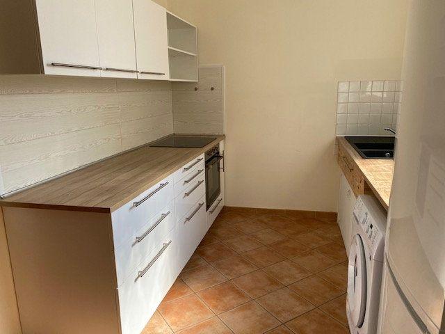 Appartement à louer 3 74m2 à Avignon vignette-1