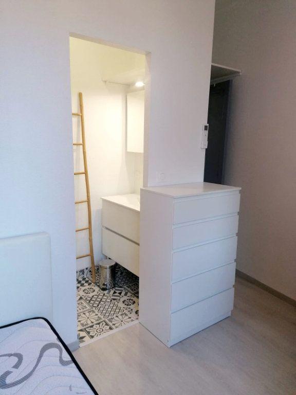 Appartement à louer 1 10m2 à Avignon vignette-3