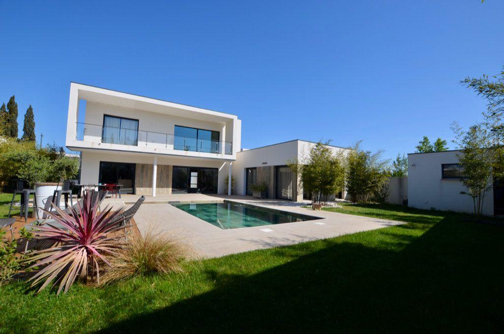 Maison à vendre 5 165m2 à Perpignan vignette-1