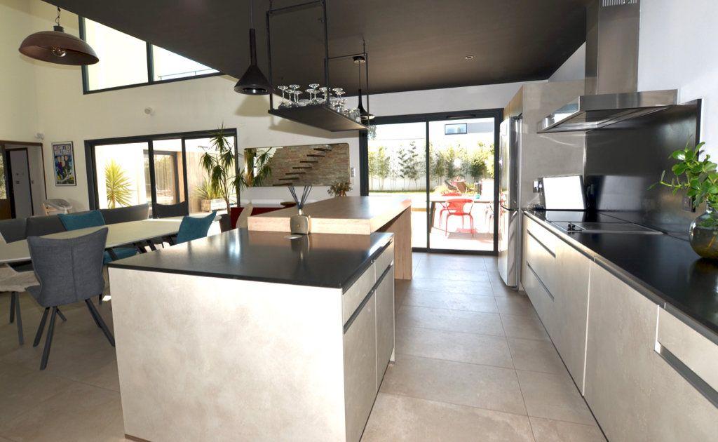 Maison à vendre 5 165m2 à Perpignan vignette-3