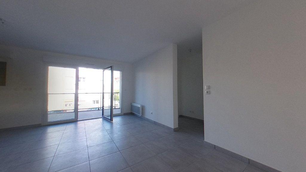 Appartement à louer 3 68m2 à Perpignan vignette-2