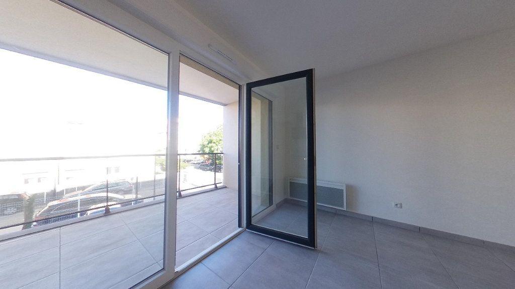 Appartement à louer 3 68m2 à Perpignan vignette-3
