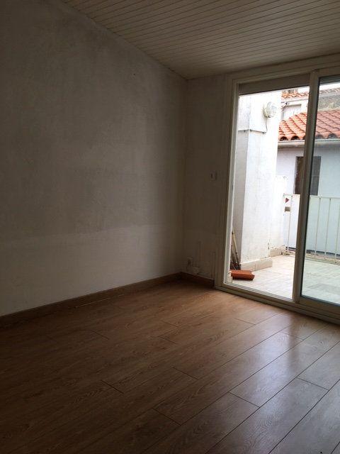 Maison à louer 3 70m2 à Néfiach vignette-12