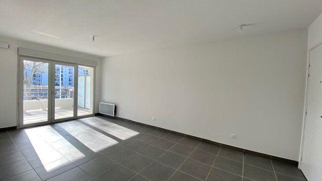 Appartement à louer 3 64.2m2 à Perpignan vignette-1