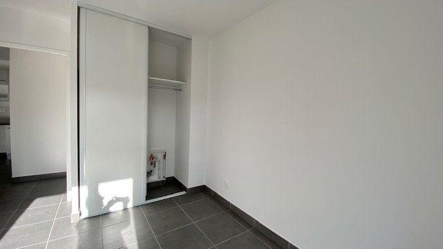 Appartement à louer 3 64.2m2 à Perpignan vignette-5