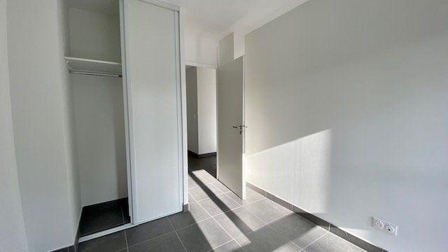Appartement à louer 3 64.2m2 à Perpignan vignette-8