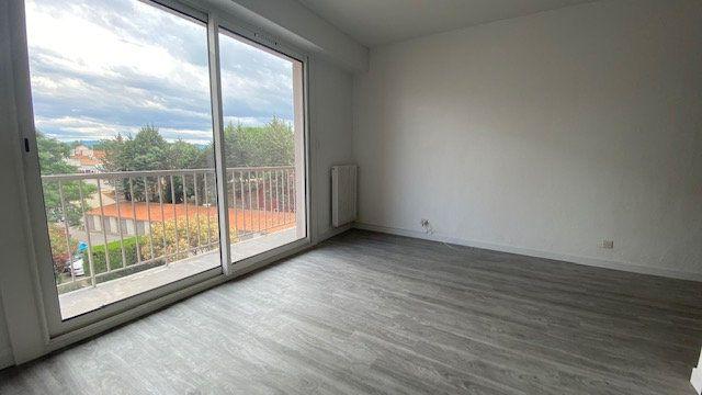 Appartement à louer 1 39m2 à Perpignan vignette-1